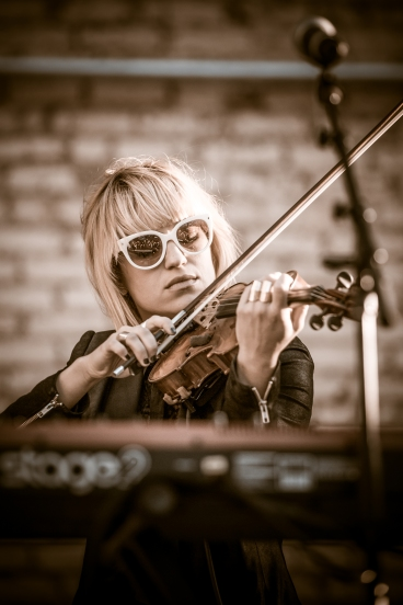 Anna Bulbrook of The Airborne Toxic Event. Photo by TATE fan Ryan Macchione.