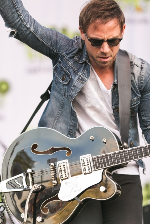 Mikel Jollett of The Airborne Toxic Event gets his Springsteen on at the Rock 104.5 Block Party. Photo by MacPhotographers.com.